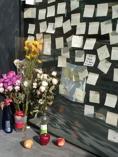 Steve job memorial apple store
