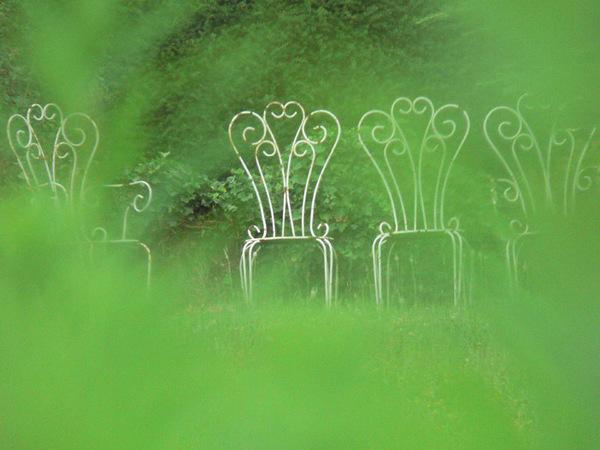 Le_cul_entre_quatre_chaises