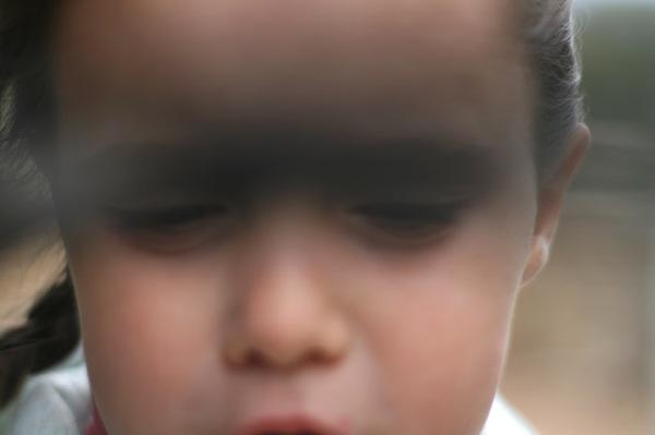 L_ombre_devant_ses_yeux